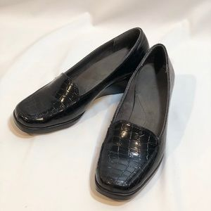 EUC What's What by Aerosoles Black Wedge Loafer